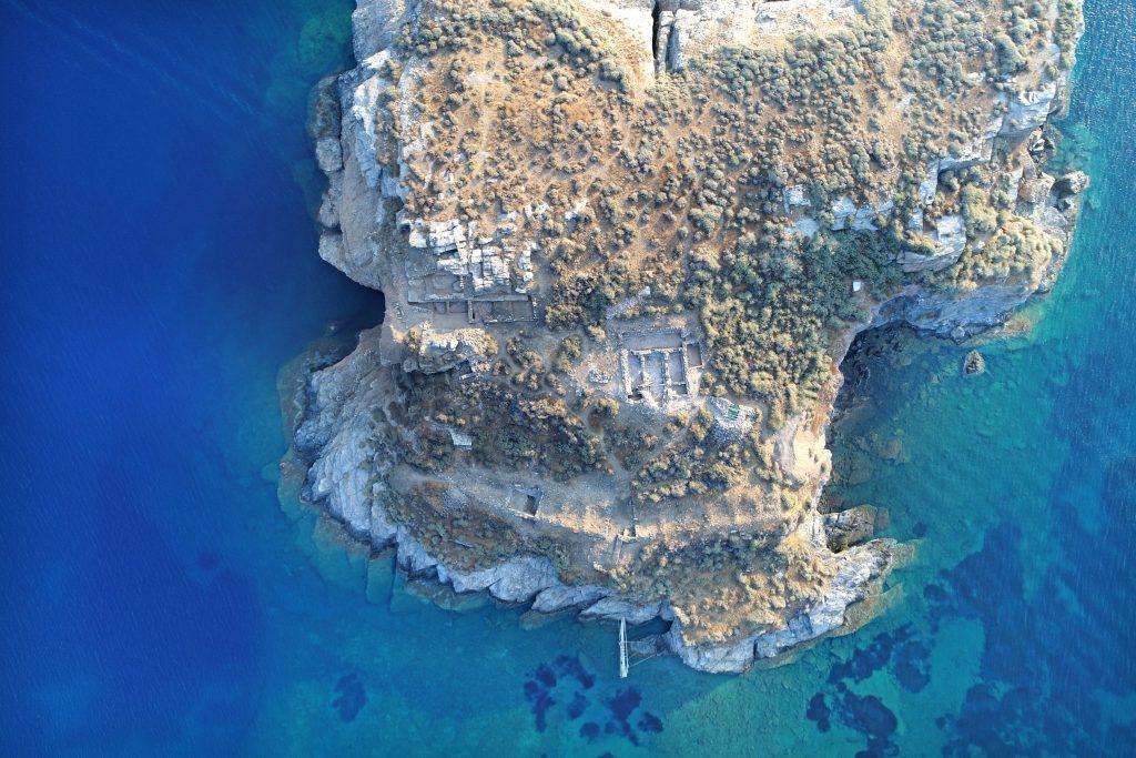 Μνημειακό ανάλημμα κλασικών-ελληνιστικών χρόνων και ορθογώνιοι χώροι της ύστερης αρχαιότητας / Πρωτοβυζαντινών χρόνων