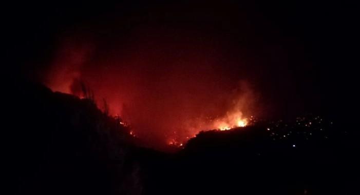 Ολονύχτια μάχη με τις φλόγες στο Λουτράκι – Εντύπωση προκαλούν οι 68 πυρκαγιές σε 24 ώρες σε όλη τη χώρα