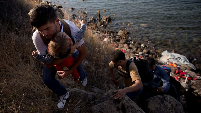 Ανακάλυψε τη… μαγική λύση η κυβέρνηση: Πλωτό φράγμα κατά προσφύγων!