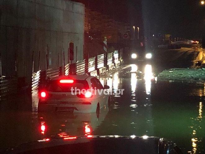 Έντονη βροχόπτωση στην Θεσσαλονίκη – Χαλάζι στα Τρίκαλα