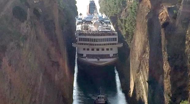 Κρουαζιερόπλοιο 200 μέτρων στην διώρυγα της Κορίνθου (εικόνες – video)