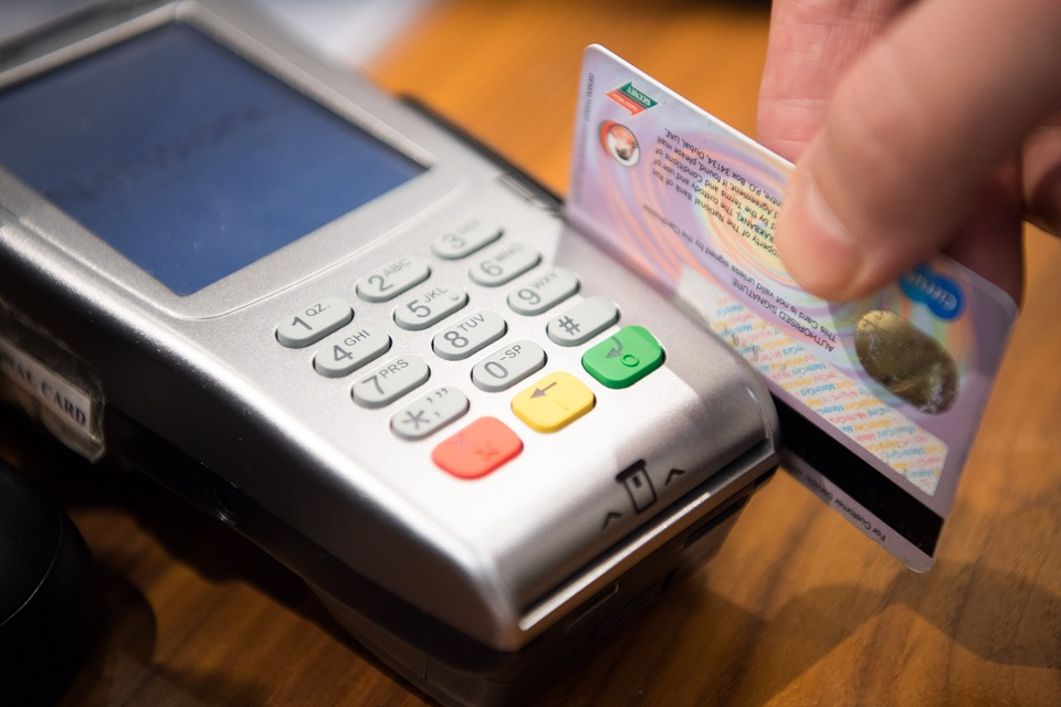 Υπουργείο Ανάπτυξης: Οι καταναλωτές πρέπει να είναι ενημερωμένοι για τις υπηρεσίες πληρωμών από τα χρηματοπιστωτικά ιδρύματα