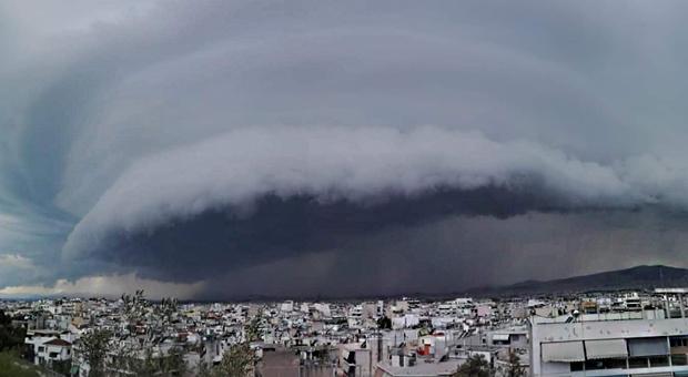 Shelf cloud – «Κατάπιε» την Αττική πριν την καταιγίδα