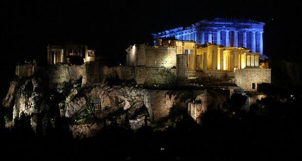 Η Ακρόπολη φωτίστηκε με το μπλε χρώμα της UNICEF