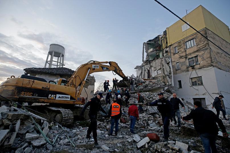 Ισχυρός σεισμός 6,4 βαθμών στην Αλβανία – 15 άνθρωποι σκοτώθηκαν σύμφωνα με το αλβανικό υπουργείο Άμυνας