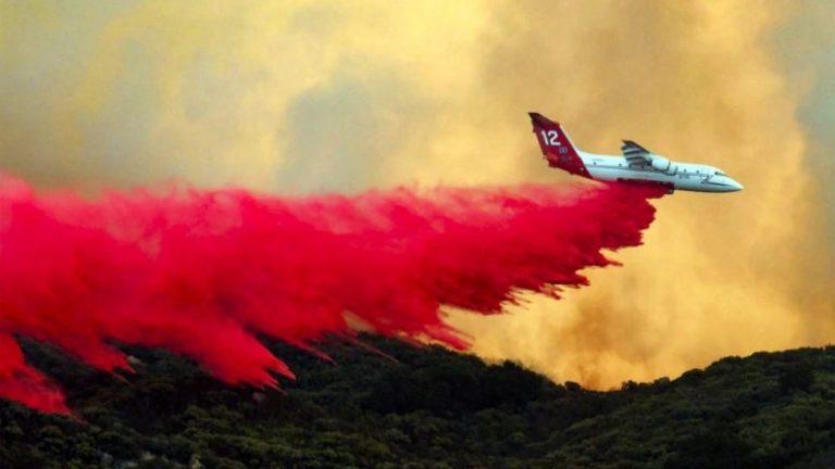 Νέα πυρκαγιά απειλεί σπίτια στην Καλιφόρνια: Οι Αμερικανοί πυροσβέστες συνεχίζουν τη μάχη με τις φλόγες