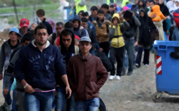 Διαβάστε στο «ΠΑΡΟΝ»: ΒΟΥΛΙΑΖΕΙ την κυβέρνηση το Προσφυγικό