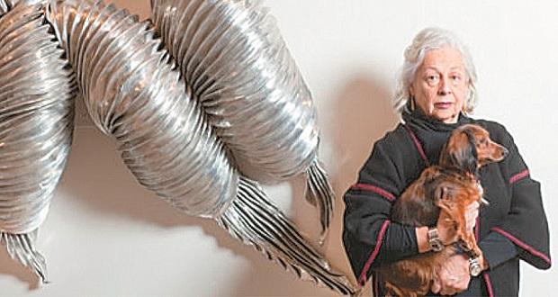 Λίντα Μπένγκλις: Κουρεμένα με την ψιλή τα κεφάλια
