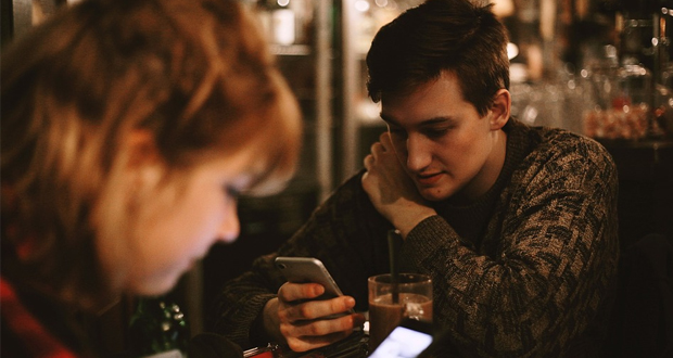 Η γενιά του καφενέ και η γενιά των SMS