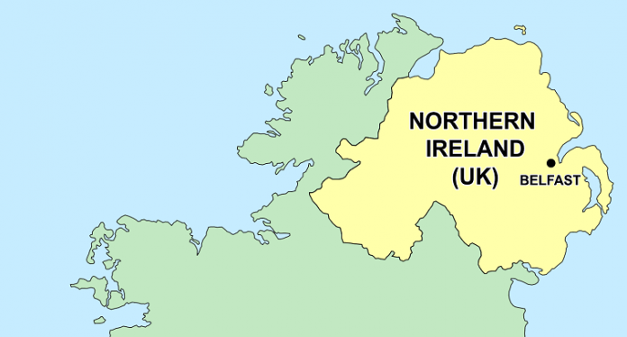 Αποκτά κυβέρνηση η Βόρεια Ιρλανδία – Ιστορική συμφωνία Ενωτικών και Σιν Φέιν