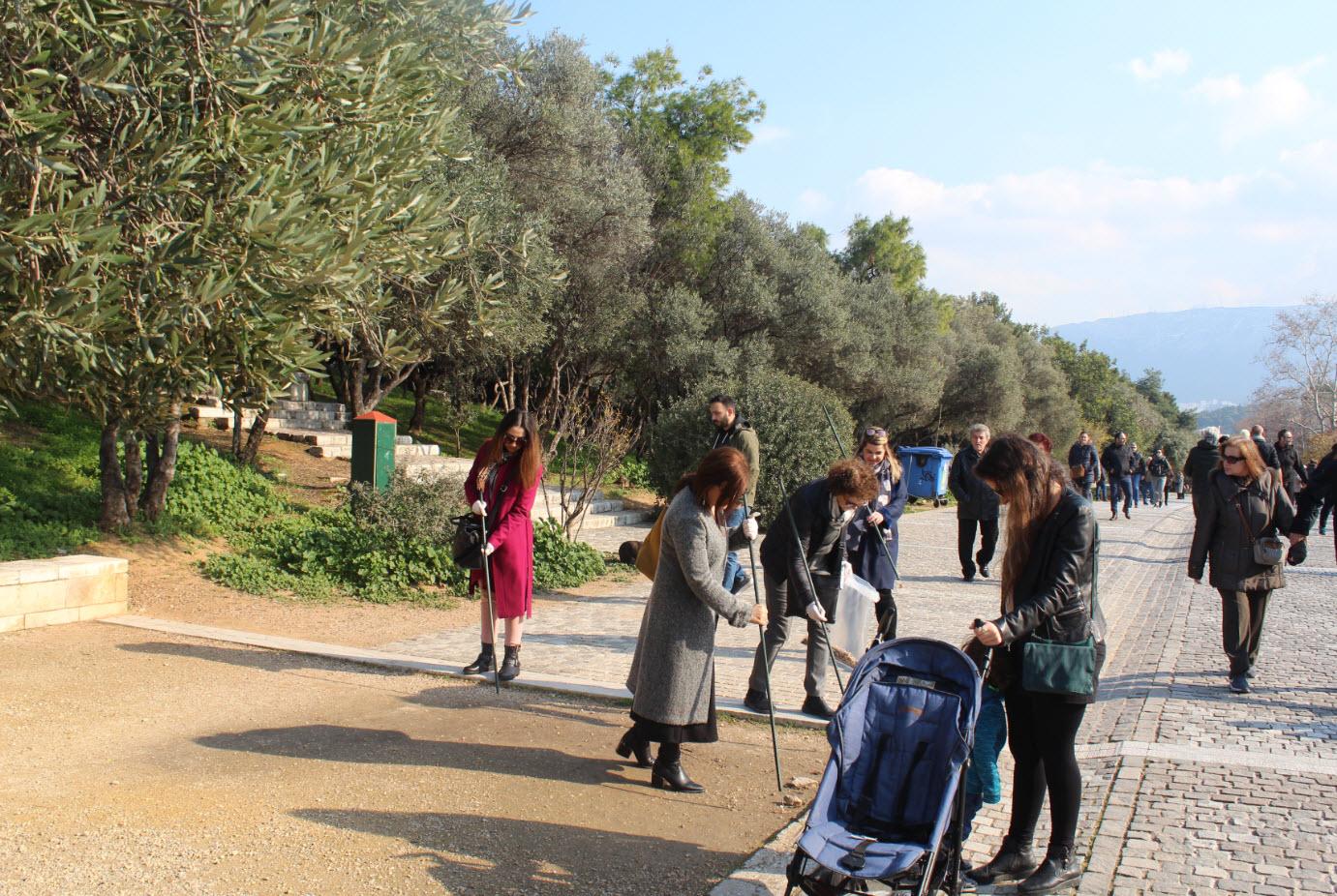Cigaret Cycle: Καθαρισμός Δ. Αεροπαγίτου από αποτσίγαρα – Συνάντηση με Δήμαρχο Αθηναίων