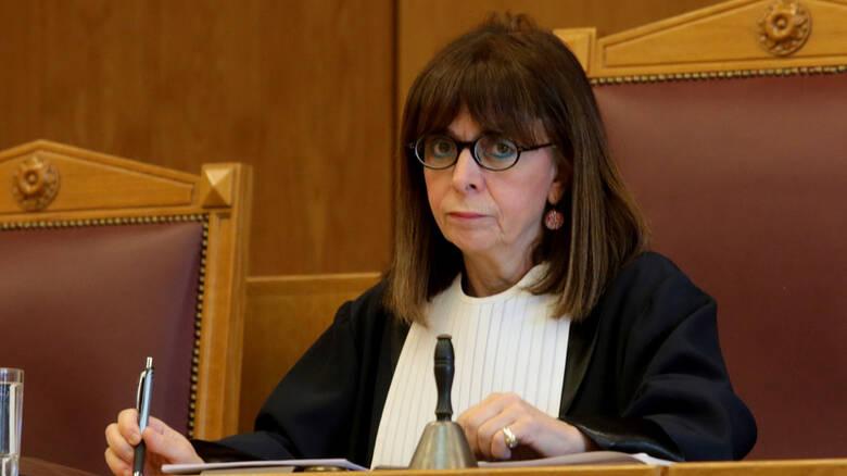 Σύρθηκε στην επιλογή της Σακελλαροπούλου υπό τον φόβο των εσωκομματικών αναταράξεων ο Μητσοτάκης