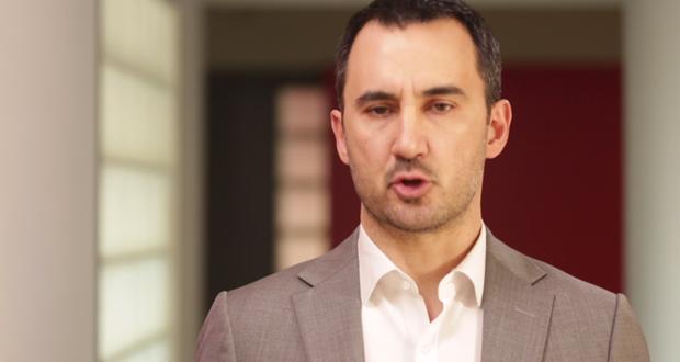 """Αλ. Χαρίτσης: """"Η κυβέρνηση Μητσοτάκη εξαπατά συνταξιούχους και ελεύθερους επαγγελματίες με το νέο ασφαλιστικό"""" (video)"""