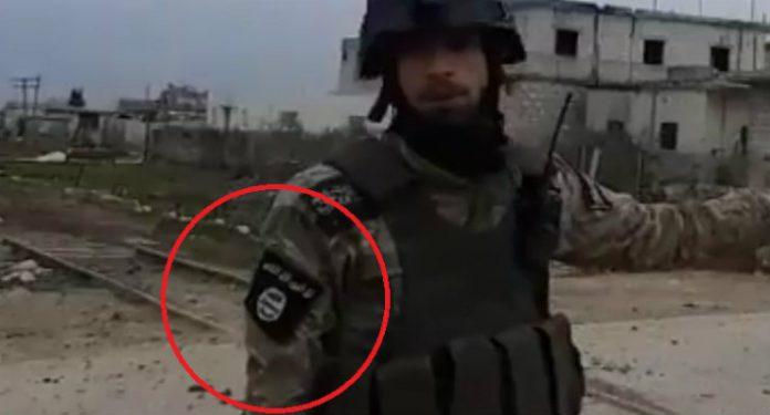 Οι «μετριοπαθείς αντάρτες» που υποστηρίζονται από την Τουρκία φορούν διακριτικά του ISIS (video)