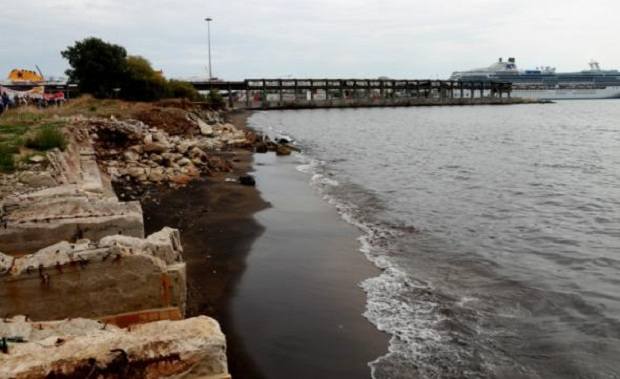 Το πόρισμα του «Δημόκριτου» για τις οσμές στις παραλίες του Πειραιά και της Δραπετσώνας