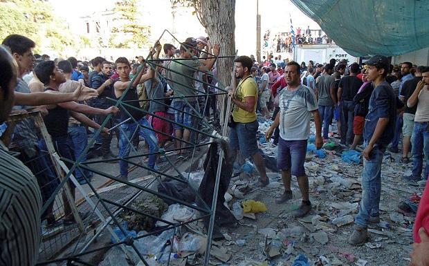 Τι θέλουν οι 40.000 αλλοδαποί που έχουν κατακλύσει τα ελληνικά νησιά;