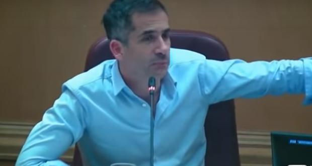 Δημοτικό συμβούλιο Αθήνας: Χυδαία επίθεση Κασιδιάρη με αγοραίες εκφράσεις – Μπακογιάννης: Τιμή μου να στραφεί εναντίον μου η Χρυσή Αυγή