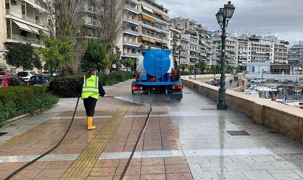 Προληπτική απολύμανση κοινόχρηστων χώρων και οχημάτων του Τομέα Καθαριότητας από τον Δήμο Πειραιά