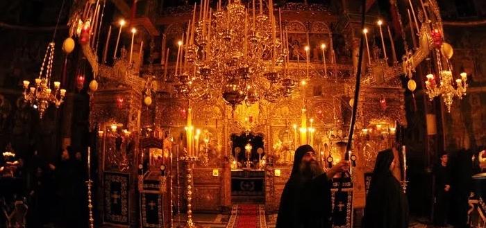 Αγρυπνία: Το Άγιο Όρος προσεύχεται για την πανδημία που δοκιμάζει τον άνθρωπο (video)