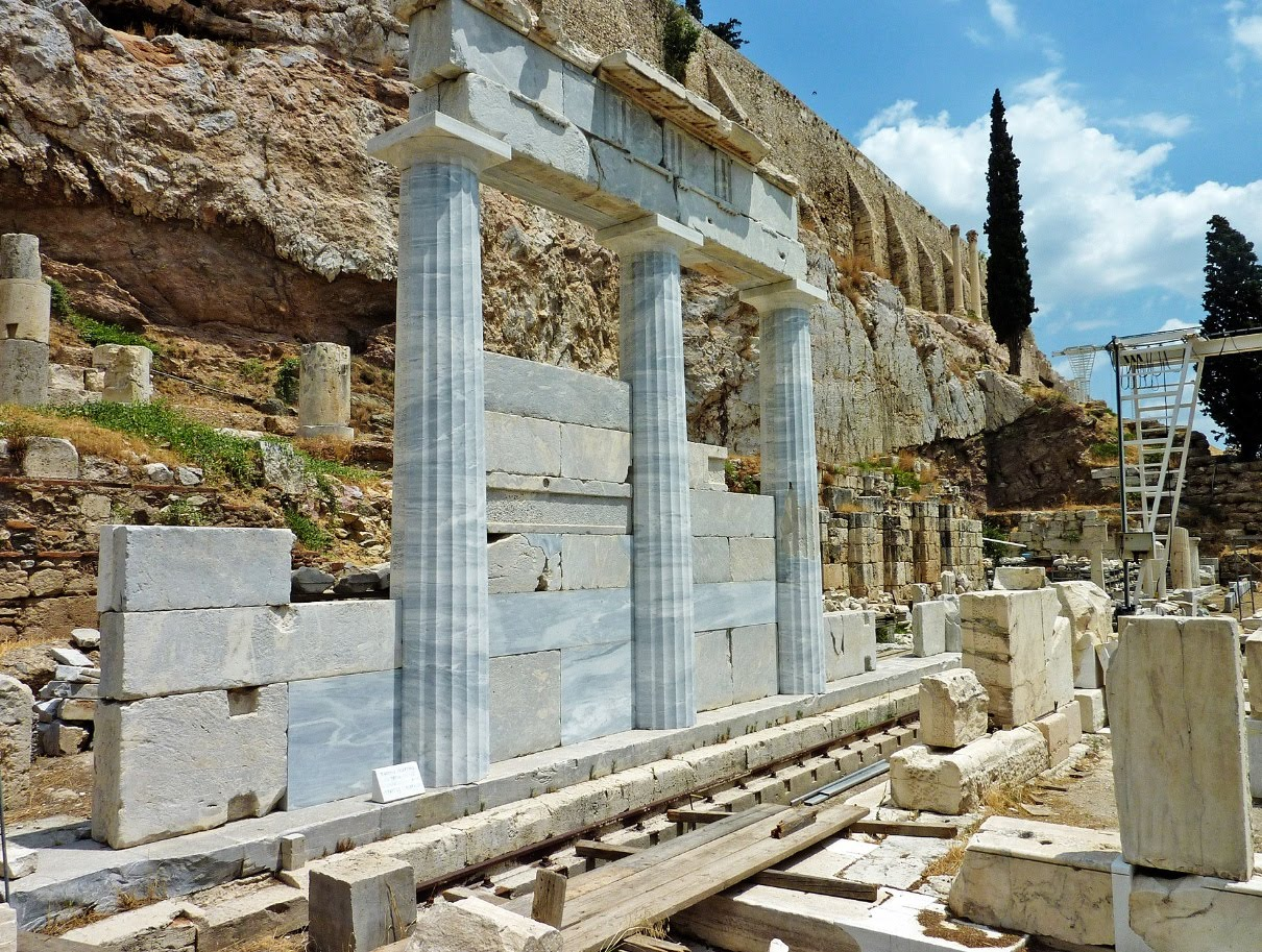 Συζητώντας με την Ιστορία: Tο ιερό του Ασκληπιού στην νότια κλιτύ της Ακρόπολης