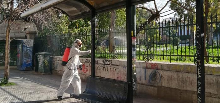 Καθημερινή απολύμανση σε 750 στάσεις λεωφορείων και τρόλεϊ από τον Δήμο Αθηναίων