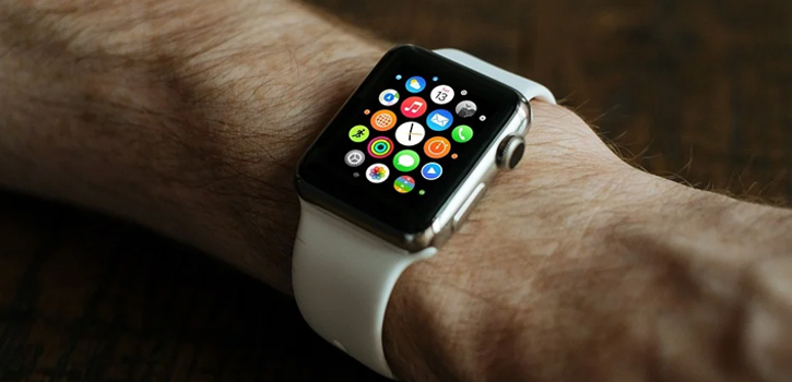 "Covid-19: Μετά από την παρακολούθηση μέσω ""έξυπνων τηλεφώνων"" ήρθαν και τα ""έξυπνα ρολόγια"""