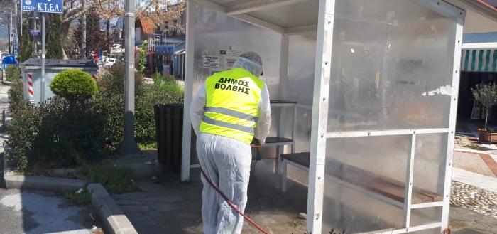Ειδικά συνεργεία εξακολουθούν να απολυμαίνουν δημόσιους κοινόχρηστους χώρους στους οικισμούς του δήμου Βόλβης