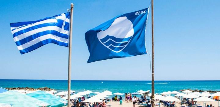 Γαλάζιες σημαίες: Σαρώνει η Ελλάδα, στη 2η θέση παγκοσμίως – Η λίστα με τις παραλίες