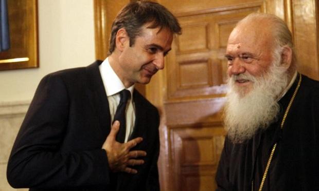 Όπισθεν ολοταχώς έκανε ο Μητσοτάκης και αποφεύχθηκε η σύγκρουση με την Εκκλησία