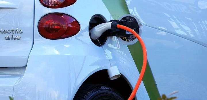 Περιβαλλοντικό τέλος για τα εισαγόμενα Ι.Χ. – Στη Βουλή το νομοσχέδιο για την προώθηση της ηλεκτροκίνησης