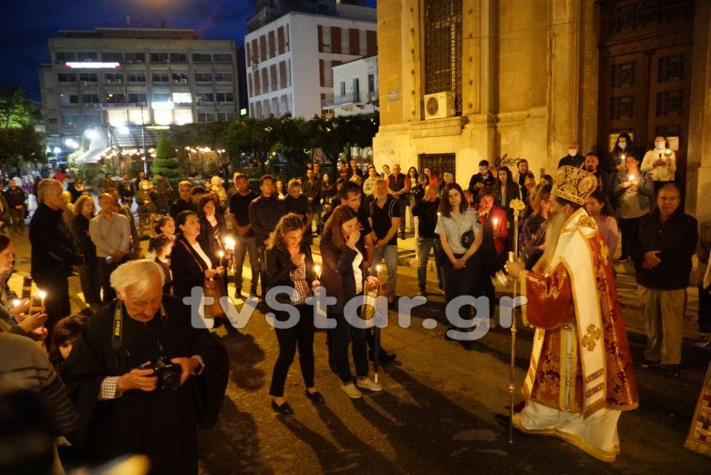Πανηγυρική Ανάσταση σε όλη την Ελλάδα – Πλήθος κόσμου στις λειτουργίες