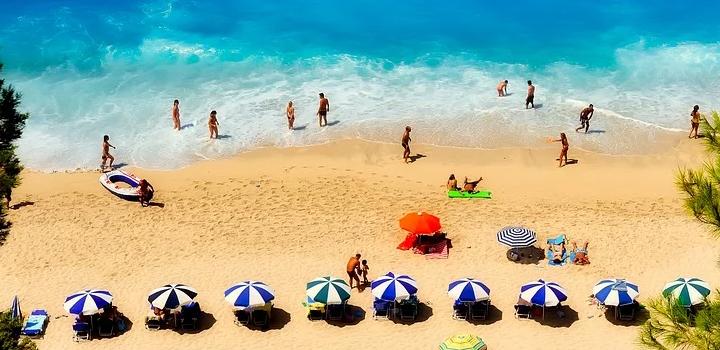 Καλοκαιρινές διακοπές: το ΕΚ ζητά μεγαλύτερη σαφήνεια για τον τουρισμό εν μέσω κρίσης