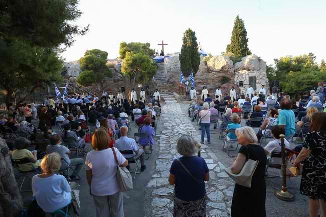 Μέγας Πανηγυρικός Εσπερινός στον ιερό Βράχο του Αρείου Πάγου – Η Εκκλησία της Ελλάδος τίμησε τον ιδρυτή της