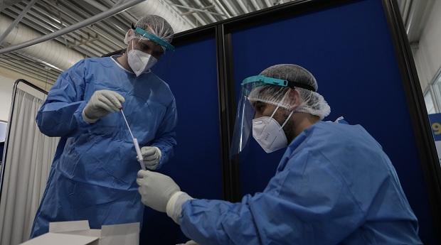 Αγώνας… δρόμου για την ανακάλυψη θεραπείας και εμβολίου κατά του κορονοϊού