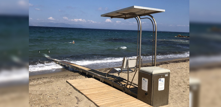 Επίστρεψε η ράμπα κολύμβησης Seatrack στην παραλία της Νέας Μάκρης