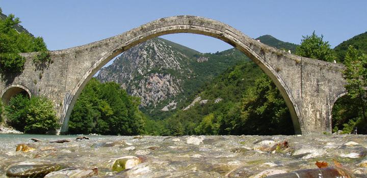 Το γεφύρι της Πλάκας – Αναστήλωση και ανάδειξη γέφυρας Αράχθου, στην Πλάκα (φωτο)