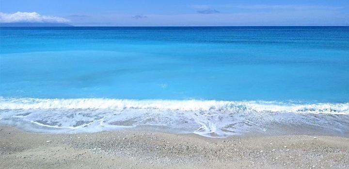 Υπέροχο γαλάζιο στην παραλία του Λουρδά!