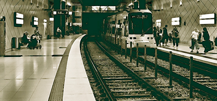 Επίθεση στον σταθμάρχη του Μετρό: Υπό κράτηση οι δύο ανήλικοι κατηγορούμενοι – Ελεύθερος ο αστυνομικός
