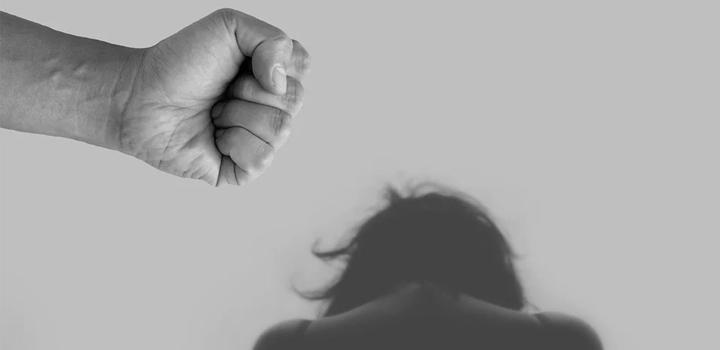 Παρατείνεται μέσω ΕΣΠΑ η χρηματοδότηση των δομών του Δικτύου Γυναικών Θυμάτων Βίας