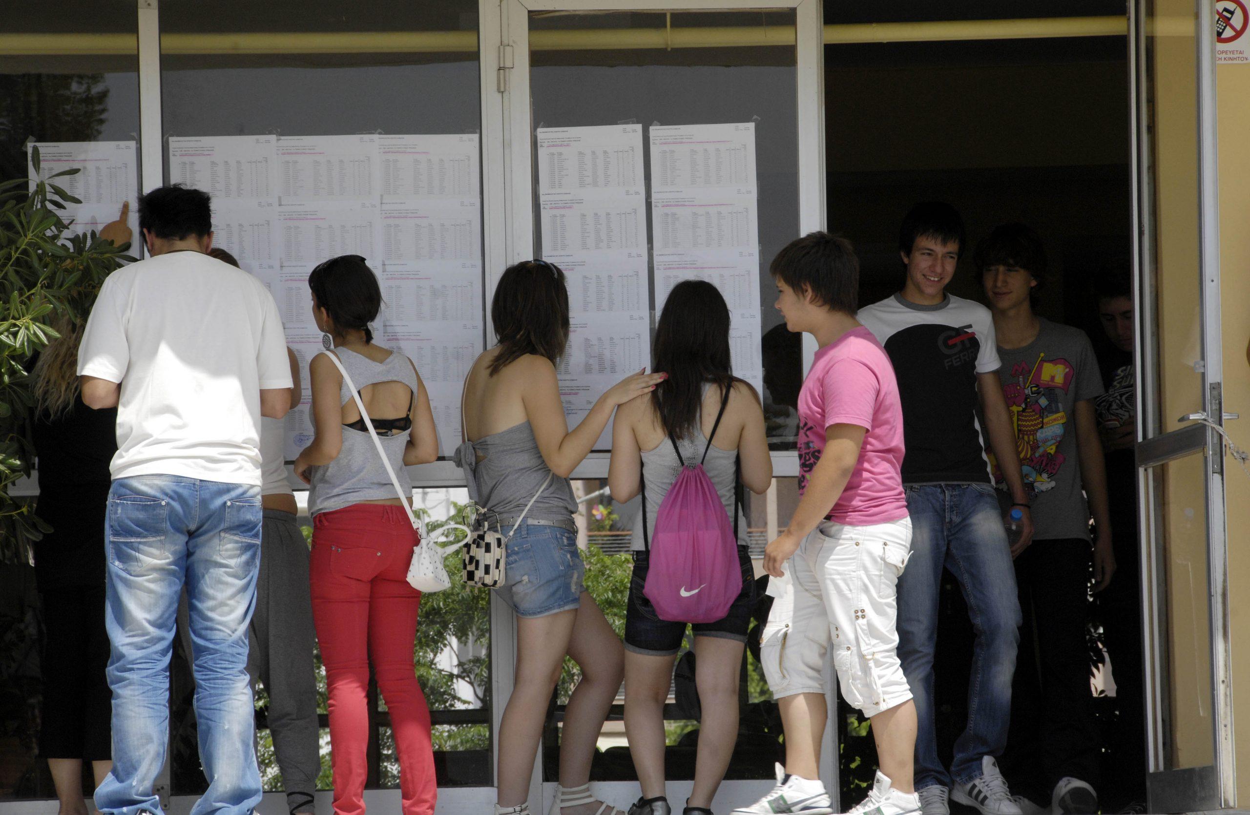 Στη δημοσιότητα έδωσε το υπουργείο Παιδείας τις βαθμολογίες των υποψήφιων σε ΓΕΛ και ΕΠΑΛ στις Πανελλαδικές Εξετάσεις.