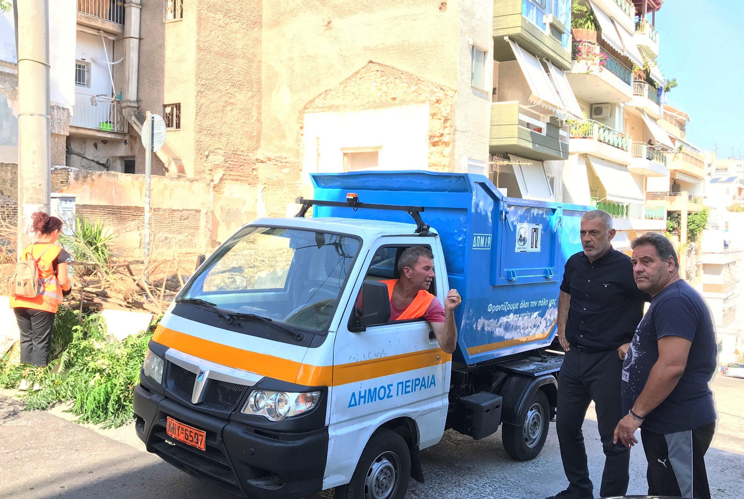 Δήμος Πειραιά: Επιχείρηση καθαρισμού στην οδό Αθανασίου Διάκου, στη Β΄ Δημοτική Κοινότητα (video)