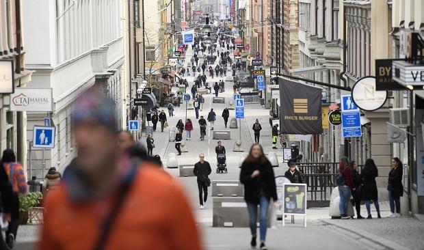 Κορονοϊός: Εμείς και οι «αιρετικοί» Σουηδοί