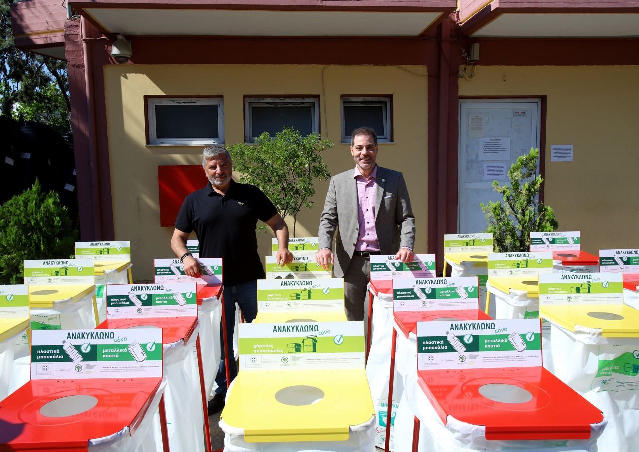 Παράδοση εξοπλισμού συλλογής βιοαποβλήτων και κάδων ανακύκλωσης στον Δήμο Αλίμου