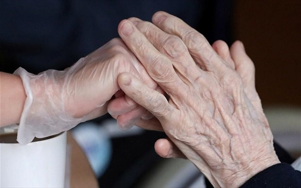 Κορωνοϊός: Μαζικοί έλεγχοι από σήμερα σε γηροκομεία και άλλες κοινωνικές δομές