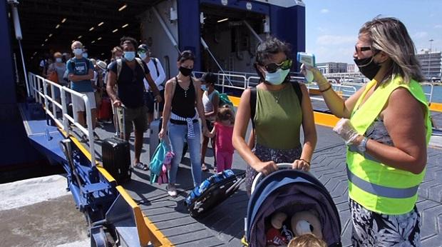 Λιμάνι του Πειραιά: Ξεπέρασαν τους 400 οι δειγματοληπτικοί έλεγχοι για λοίμωξη από τον ιό SARS-CoV-2