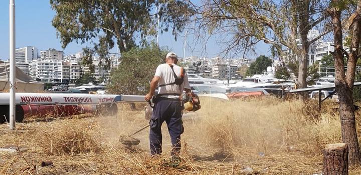 Δήμος Πειραιά: Εργασίες καθαρισμού στο λιμανάκι κάτω από την πλατεία Αλεξάνδρας (video)