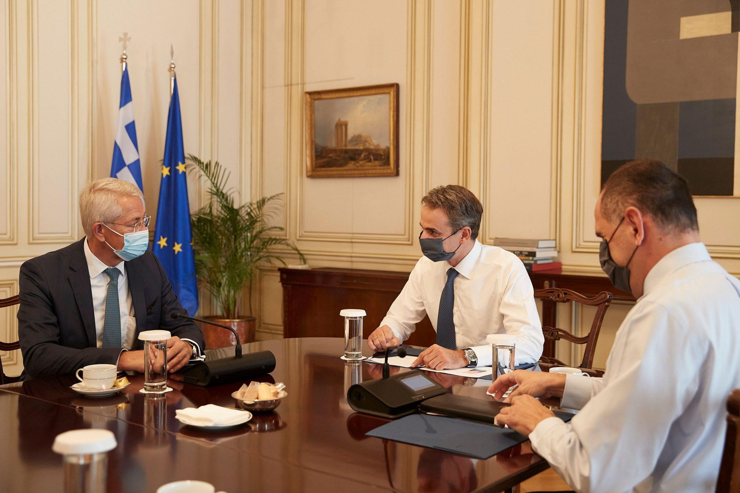 Συνάντηση του πρωθυπουργού με τον πρόεδρο της Fraport – Τι ειπώθηκε