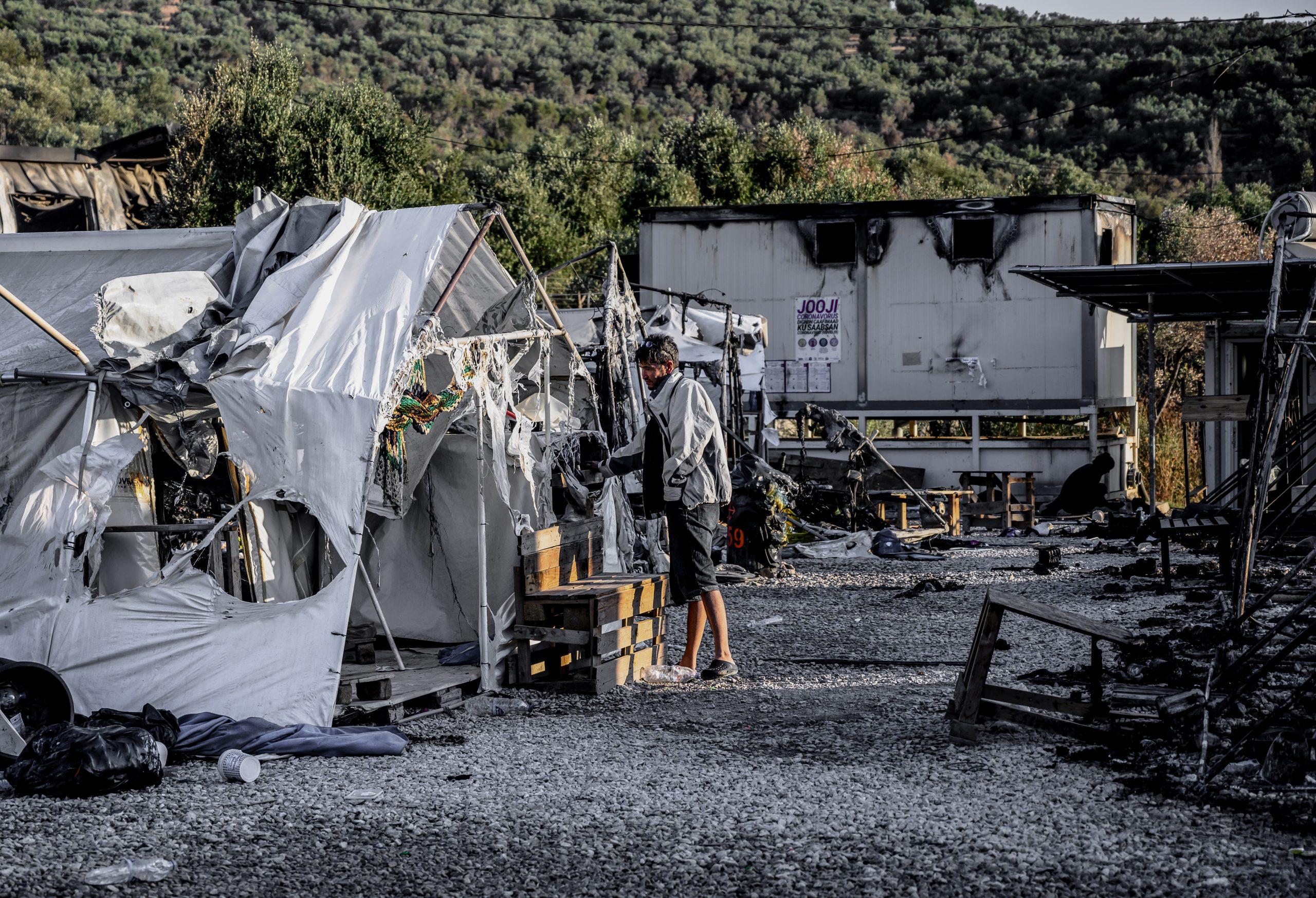 Στο «ΠΑΡΟΝ»: Δεν του βγήκε, στόχος να καούν χιλιάδες πρόσφυγες – Η Μόρια, το νέο «εργαλείο» του Ερντογάν…