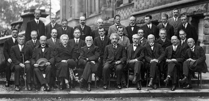 Νόμπελ Φυσικής: 17 Νομπελίστες στην πιο «έξυπνη» φωτογραφία του κόσμου