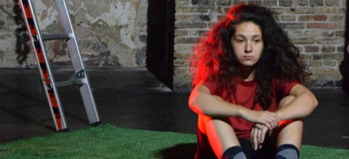 Θέατρο ΦΟΥΡΝΟΣ: «Ένα κορίτσι με ίσκιο αγοριού» από τη μικτή θεατρική ομάδα ARTimeleia